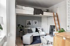 27 metrów kwadratowych to prawdziwe wyzwanie. Jak na tej powierzchni zmieścić łazienkę, sypialnię, kuchnię i jeszcze przyjemne miejsce do siedzenia? W tym szwedzkim mieszkaniu to się udało i to w doskonałym stylu!  Kuchni