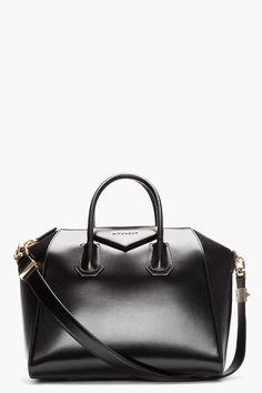 GIVENCHY Black buffed leather Medium Antigona duffle Diese und weitere Taschen auf www.designertaschen-shops.de entdecken