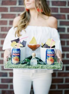 The makings of the perfect Cinco De Mayo party: http://www.stylemepretty.com/2016/04/29/cinco-de-mayo-wedding-party-theme/ | Photography: Allison Kuhn - http://allisonkuhnphotography.com/