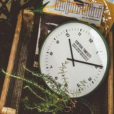 上品な雰囲気の掛け時計*ウォールクロック セントラルタイム Central Time (電波時計)