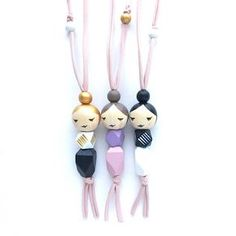 Artículos similares a SLEEPY GEO MAMA doll necklace with gold, taupe, or black . - Artículos similares a SLEEPY GEO MAMA doll necklace with gold, taupe, or black hair – handpainte - Wood Peg Dolls, Clothespin Dolls, Bead Crafts, Jewelry Crafts, Arts And Crafts, Wooden Bead Necklaces, Wooden Beads, Diy Keychain, Tiny Dolls