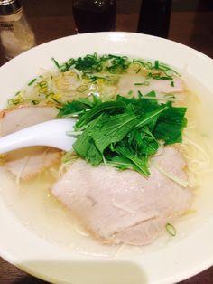 揚子江ラーメン。澄んだスープはおだしの味がしっかりキイテマス。超あっさりラーメン。