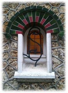 Villa Émilie (Détail) ~ Petite Fenêtre Art Nouveau ~ Rue Théagène Bouffart ~  Fécamp (France, 76400)