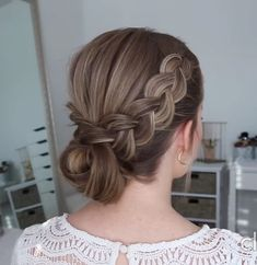 hairstyle diy videos & hairstyle diy - hairstyle diy easy - hairstyle diy easy step by step - hairstyle diy tutorials - hairstyle diy videos Step By Step Hairstyles, Diy Hairstyles, Pretty Hairstyles, Beauty Tips For Hair, Diy Beauty, Beauty Hacks, Medium Hair Braids, Medium Hair Styles, Friends Set