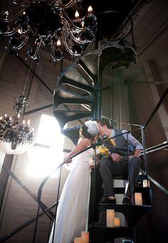 12unique-urban-wedding-denver-colorado-brinton-studios-bride-groom-staircase.jpg (630×910)