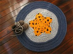 Crochet rug with yellow star, blue and grey - t-shirt yarn - handmade