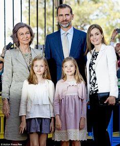 Su Majestad el Rey Felipe VI, Su Majestad la Reina consorte Letizia, Su Alteza Real Leonor Princesa de Asturias, Su Alteza Real Sofía Infanta de España y SM la Reina Sofía.