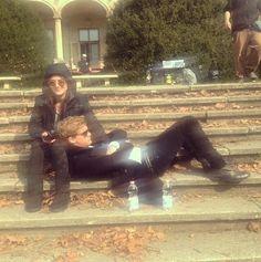 "Jeremy Irvine News (@jeremyirvinenews) en Instagram: ""NEW pic of #JeremyIrvine and #AddisonTimlin on the set of #Fallenmovie at Wenckheim Castle (Sword &…"""