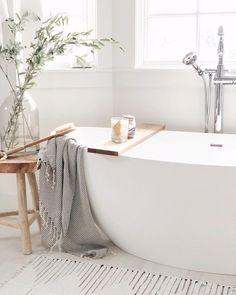 Modern bathroom design and bathroom furniture Modern Bathroom Design, Bathroom Interior Design, Home Interior, Classic Bathroom, Interior Livingroom, Bathroom Designs, Ideas Baños, Decor Scandinavian, Scandinavian Bathroom