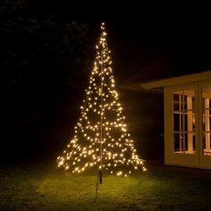 Mit Lichterdekoration zauberst Du schnell eine märchenhafte Atmosphäre in Dein Zuhause! Bei Pflanzen-Kölle findest Du eine große Auswahl an Adventsdeko, Kränze, Tannenbäume, Lichterketten und Christbaumkugeln.