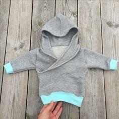 Mini hoodie, free pattern #freepattern #babyhoodie #kidshoodie