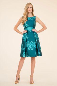 Il fashion brand Luisa Spagnoli ha pensato ad una collezione di abiti da  cerimonia per la 3a21abac45d