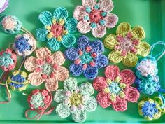Hello! I hope you're having a lovely day! You know how I really like crochet flowers? Well, I have a little pattern to share with you all today. I have been fiddling around with this flower patte