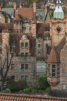 Well Court, Dean Village - Edinburgh Take me back please! Dean Village Edinburgh, Edinburgh Uk, Edinburgh Castle, Beautiful Buildings, Beautiful Places, Places To Travel, Places To Visit, Photo Walk, Street House