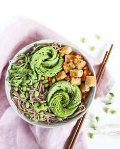 Poke Bowl, Quebec, Quinoa, Health Bowls, Açai Bowl, Veggie Recipes, Healthy Recipes, Veggie Food, Green Tea Dessert