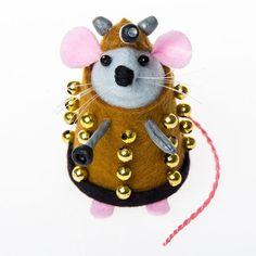 Dale the #Dalek #Mouse.   #doctorwho #drwho #whovian #etsy #funny #handmade #fun #lol #cute #happy #craft #art #artisan #artist #felt #feltmouse #dalekgift #daleks #etsyshop #etsystore #etsyfinds #etsygifts #etsysellers #etsysellersofinstagram #rat #ratart #mouseart #THOMPins