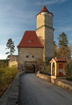 Czechia the heart of Europe Beautiful Castles, Beautiful Buildings, Beautiful Places, Gothic Castle, Medieval Castle, Castle Ruins, Castle House, Prague Czech Republic, Heart Of Europe