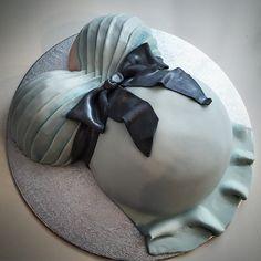 Letzte Woche durfte ich für eine Babyparty noch mal eine schöne Babybauch Torte zaubern! #cake #baby #belly #babybauch #torte #foodporn