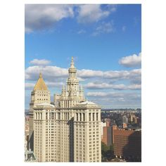 """紐約的天空。#newyorkcity #newyork #nyc #blueskies #clouds #building #municipalbuilding #skyscraper #architecture #architecturelovers """