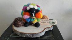 Ovejita hecha a mano con lanas,de ovejas  Kimeltufieltro hecho a mano