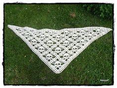 Silmukoita: Pääkallohuivin ohje Picnic Blanket, Outdoor Blanket, Skull Scarf, New Shape, Decoden, Diy Crochet, Crochet Ideas, Diy Crafts, Crafty