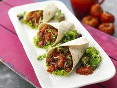 Saftige Rinderhack-Burritos: Köstliche Burritos mit einer Füllung aus Rinderhackfleisch, Tomaten, Käse und knackigem Salat, verfeinert mit Salsa.