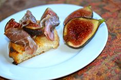 Fresh Fig, Prosciutto and Blue Cheese Bruschetta ~ strandedfoodie.com