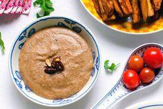 Jordnötssås  Krämig jordnötssås med kokosmjölk passar perfekt till asiatisk mat.