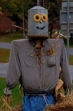 Garden Art From Recycled Materials | Garden art. Make A Scarecrow, Halloween Scarecrow, Scarecrow Ideas, Fall Halloween, Halloween Stuff, Scarecrows For Garden, Fall Scarecrows, Tin Man, Garden Whimsy