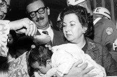 Jânio e sua esposa Eloá batizam crianças em 1961. Em poucos anos, ele passou de prefeito a presidente da República