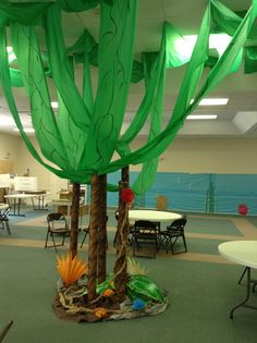VBS decorations for Weird Animals
