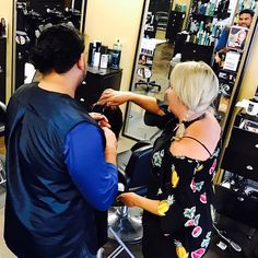 ✂We are always training and learning new things at UBU it's the only way to stay up to date with trends and anytime there is downtime there is time to learn!! Penny is our master stylist and loves to teach others her talent. #teaching #teach #hairclass #class #learn #blondebalayage #women #balayage #ombrehair #hair #haircut #olaplex  #babe  #tampahair #naturalhair #blonde #blondegirl  #hairofinstagram #platinumblonde  #babe #selfie  #silverhair #highlights  #southtampa #platinum…