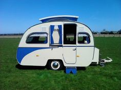 VINTAGE CLASSIC CARAVAN 1960 OTTEN TREKKER What a sweet camper. Love to be able to find one like this.
