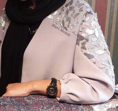 Best 12 Abaya by Dhoha al nahari – Page 611363718138437017 – SkillOfKing. Street Hijab Fashion, Abaya Fashion, Muslim Fashion, Fashion Dresses, Iranian Women Fashion, Womens Fashion, Hijab Style Dress, Mode Abaya, Look Formal
