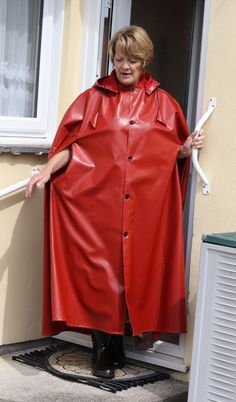 Jan in Raj red SSR ! Red Raincoat, Rain Cape, Rubber Raincoats, Rain Wear, Black Rubber, Lady In Red, How To Wear, Clothes, Latex
