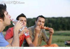 three_young_men_eating_and_drinking_x4ga9-295.jpg (650×453)