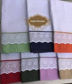 Panos de prato dia a dia Luxury Bedspreads, Button Hole Stitch, Decorative Hand Towels, Clothing Store Displays, Yellow Towels, Towel Crafts, Crafts Beautiful, Craft Sale, Baby Design