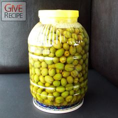 EGG METHOD: Fresh green olives are picked by hand in October in Turkey, so this month is the ideal month to cure green olives.Brine-curing is very easy to make! Olive Recipes, Italian Recipes, Italian Cooking, Pickled Olives, Olive Brine, Canning Recipes, Meat Recipes, Fermented Foods, Olives