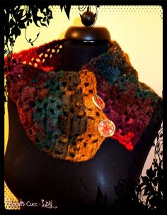 Lovely scarf with buttons