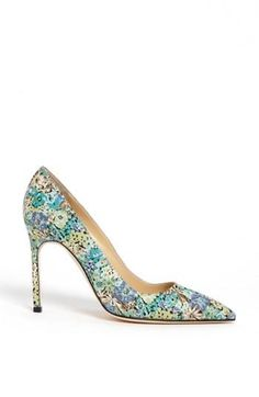 Floral print pumps are perfect this season | Manolo Blahnik