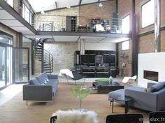 (92) Très beau loft dans un style industriel. Grand salon (double hauteur, mezzanine, cuisine ouverte). Bureau en mezzanine. Grand suite parentale avec sdb ouverte. Patio, terrasse. Plus de photos et plans sur demande.                                                                                                                                                                                 Plus