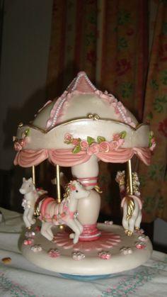 material  porcelana fría trabajo  artesanal.  ver en http://dartesutilezas.wix.com/dartesutilezas#!carrusel/cyp3