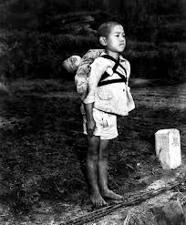 Fuego producido por la bomba atómica arrojada en #Hiroshima alcanzó los 3 mil grados cent. arrasando con seres humanos, plantas y animales