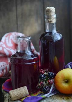Apple and blackberry gin recipe, a DIY liqueur, perfect for gifts from Larder Love Homemade Alcohol, Homemade Liquor, Flavoured Gin, Infused Vodka, Gin Recipes, Rum Cocktail Recipes, Apple Recipes, Dessert Recipes, Homemade Christmas Gifts