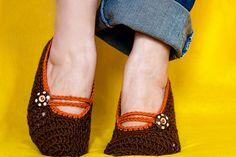 Free crochet Mary Jane slipper pattern. Find it here: http://make-handmade.com/2011/09/29/free-crochet-patterns-mary-jane-slippers/