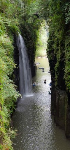 Takachiho Waterfall, Takachiho-cho, Miyazaki Prefecture, Japan. Photo by Andres Guerrero on Flickr.