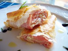 Rollitos rellenos de jamón y queso en pasta filo Phyllo Recipes, Easy Salad Recipes, Great Recipes, Favorite Recipes, Quiches, Recetas Pasta Filo, Frugal Meals, Easy Meals, Filo Recipe