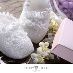 Pureness and whiteness in one shot #storyloriskids  #storyloris #socks #shopping #calze #intimo #share #feet #design #look #likes4like #children #moda #shoes #fashion #love #trends #tendencia #happy #kidsroom #sockterapy #kids #shop #fun #trendy #kidsfashion #repost #cool #kidswear #cute