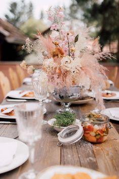 Modern Heiraten in Tracht - Hochzeitsinspiration für eure Trachtenhochzeit modern, romantisch und boho in Dirndl heiraten. Delicious Food, Wedding Inspiration, Table Decorations, Boho, Natural, Modern, Home Decor, Getting Married, Dirndl