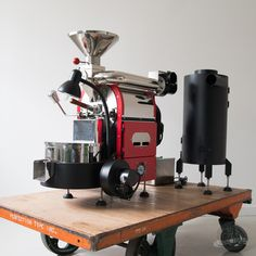 Mill City Roasters offers a North gas coffee roaster with variable drum speed & airflow. On-site and online coffee roaster classes and training. Great Coffee, Hot Coffee, Iced Coffee, Coffee Store, Coffee Cafe, Roasters Coffee, Coffee Brewer, Dark Roast, Coffee Roasting